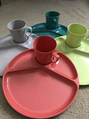 Gothamware Vintage Plastic Plates Cups Picnic Dishes Set for 4