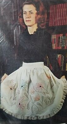 Yvonne of California Crewel Embroidery Kit #1985 Hostess Apron or Capeswahl NOS