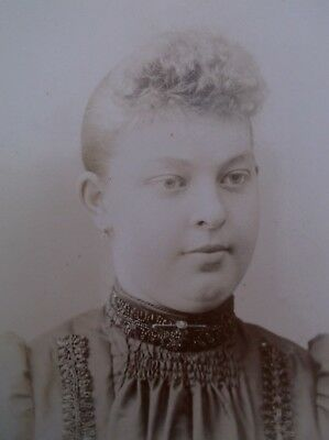 Cabinet Card Lovely Young Woman Beadwork Trim Brooch CUrly Bangs Johnstown PA