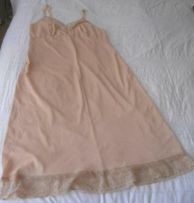 Vintage 1970S Diamond Cut Skintone Nylon Full Slip Lace Trim 16