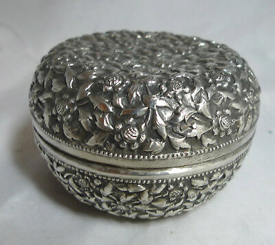 Antique Silver EMbossed Box Signed 107g A661917