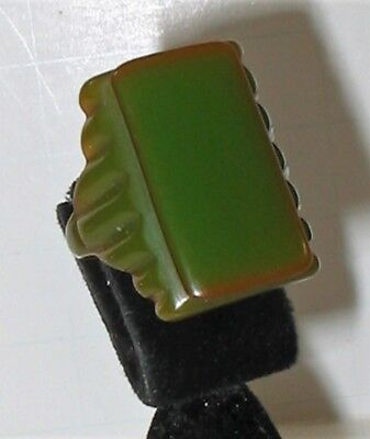 Excellent Vintage 1930s Bakelite Carved Chartreuse Green RING Size 7