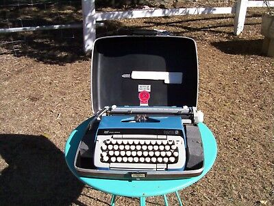 Very nice Smith Corona portable typewriter and case