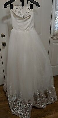 White Lace Wedding Gown, New, Size 4-6