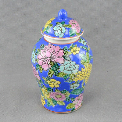 Chinese Porcelain Vase with cover – decorated with flowers