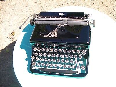 Beautiful old Royal portable typewriter & carry case