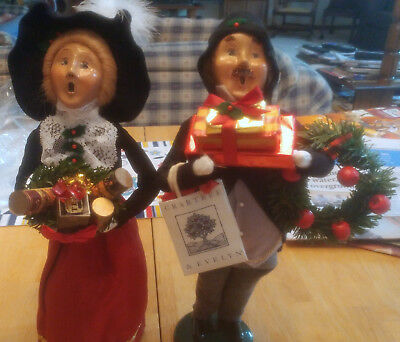 """Byers Choice Ltd """"the Carolers"""" 1996 Crabtree & Evelyn Man And Woman W/gifts"""