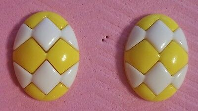 ~Vintage Oval Spring Yellow & White Checkered Oval Acrylic Pierced Earrings~