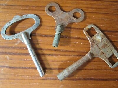 Job lot of 3 Mixed sized vintage antiquemantel clock keys winders - spares parts