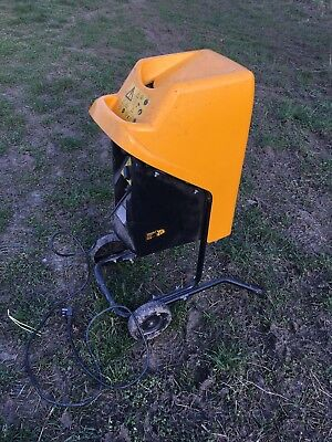 JCB 2200W garden chipper