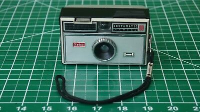 Kodak Instamatic 100 Vintage Point & Shoot 126 Film Camera w Flash WORKS
