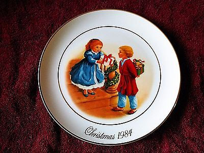 "Christmas 1984 ""Celebrating the Joy of Giving"" Collector Plate Avon - 22k Gold"