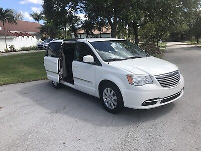 2013 Chrysler Town & Country  White, Like-New Condition, No Accidents, New Tires, Clean Title, Clean Carfax!!!
