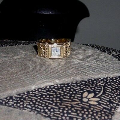 14K gold band ring with Ancient Roman Glass square inset - size 6.5