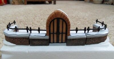 CHURCHYARD GATE AND POST Dept 56 Heritage Vlg Coll 5806-8 with Box/Sleeve