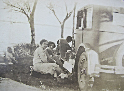 Vintage Early 1900s Women Ford Car Automotive Picnic Girls Snapshot Photo CDV