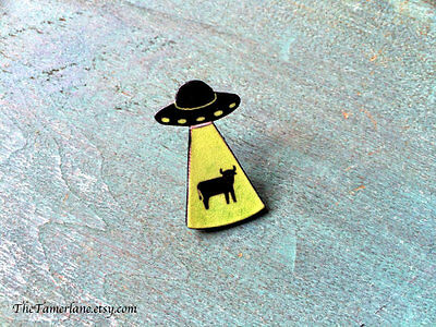 Alien Cow Abduction Extraterrestrial I want to believe ET UFO Pin Brooch Cosmos