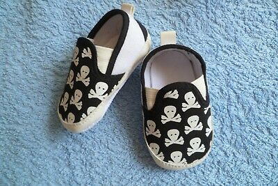 Baby clothes BOY 3-6m B&W canvas,halloween,skull & crossbones padded pram shoes