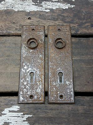 2 VTG Old Small Rusty Vine Metal Fancy EASTLAKE Keyhole Door Knob Backplate