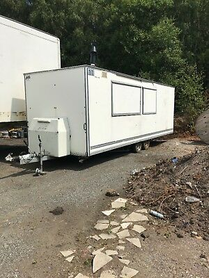 caterng trailer sold as seen needs repairing