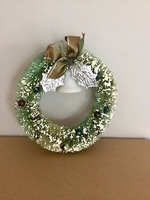 """Vintage Bottle Brush Christmas Wreath - 6"""" Green With Bell"""