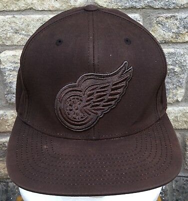 ** MITCHELL & NESS ** Embroidered DETROIT RED WINGS Logo Baseball Cap NHL Hockey