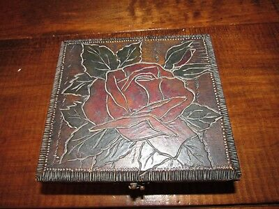 ARTS & CRAFTS MISSION HAND PAINTED FLEMISH ART 668 PYROGRAPHY WOOD BOX w LATCH