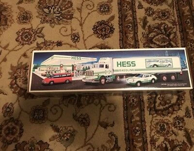 New 1992 Hess 18 WHEELER and RACER Truck Brand New Collectible NIB