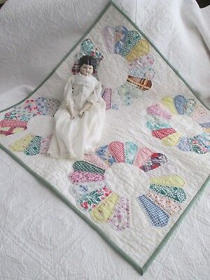 Vintage Cottage Dresden Plate Table Crib Quilt, FARMHOUSE, TABLE TOPPER 32 X 32