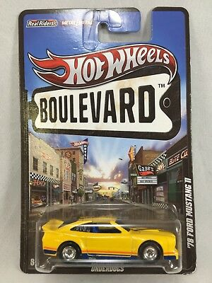 Hot Wheels Boulevard Underdogs '78 Ford Mustang II w/ Real Riders