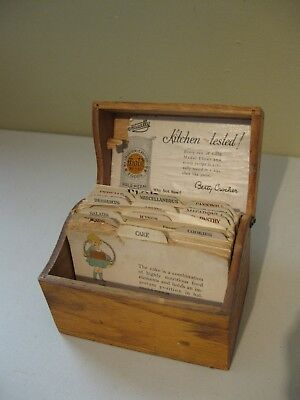 Vintage Gold Medal/Betty Crocker Wooden Recipe box with original label & Recipes