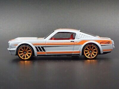 1965 Ford Mustang 2+2 Fastback Rare 1:64 de Collection Diorama Voiture Miniature