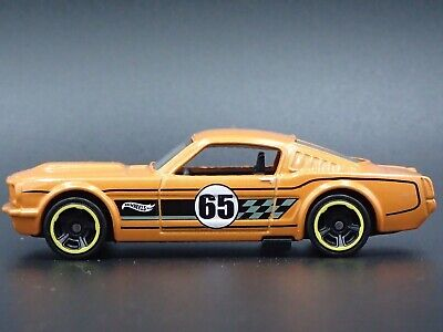 1965 Ford Mustang 2+2 Fastback Rare 1/64 de Collection Diorama Voiture Miniature