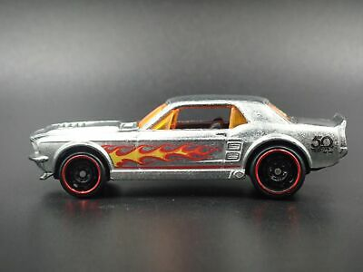 1967 Ford Mustang Coupe Rare 1:64 Echelle de Collection Diorama