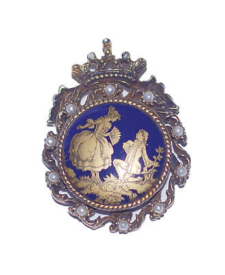 Vintage 1920's Victorian Lovers Cameo Brooch in Gold Plated metal & Pearl