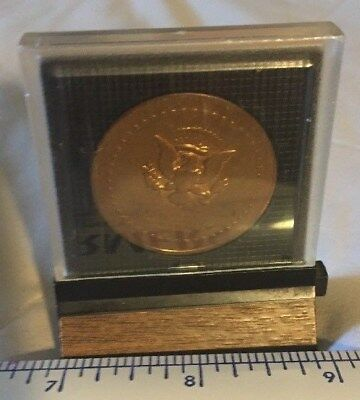 Vintage President of The United States Richard M Nixon Inaugural Coin w/case