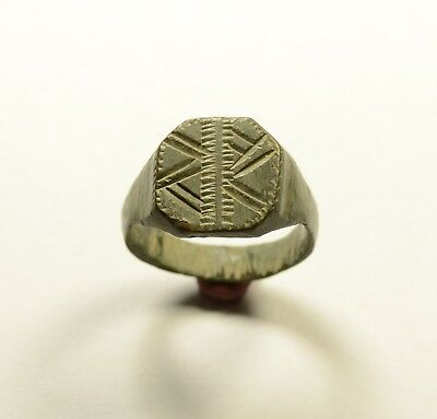 Large Lovely Roman Bronze Ring With Decorated Bezel - Wearable / Green Patina