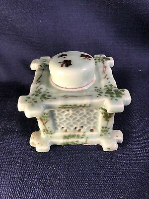 Decorative Chinese Reticulated Porcelain Square Ink Well with Lid