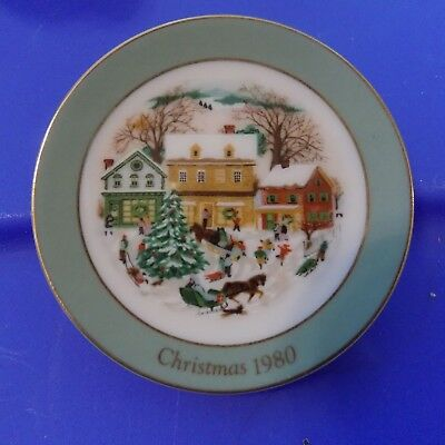 """1980 Avon Mini Collector """"Country Christmas"""" Plate Ornament"""