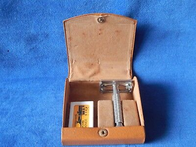Vintage Boxed Gillette Safety Razor With London Bridge Blade Cartridge Old