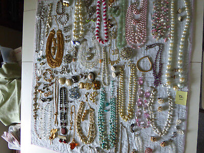 Enormous LOT of mixed Vintage and Retro Jewelry - j10