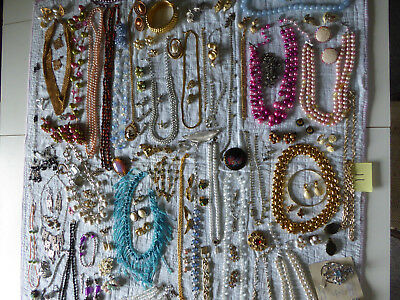 Enormous LOT of mixed Vintage and Retro Jewelry - j11