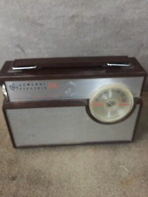 Vintage General Electric Ge Eight Transistor Am Radio P1873A With Case