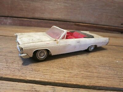 Vintage 1963 PONTIAC BONNEVILLE BUILT Convertible Plastic Model Car Junkyard!