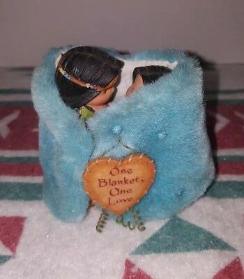 Friends of the Feather **ONE BLANKET,ONE LOVE** 2000 Figurine Rare