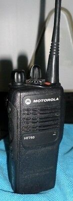 Motorola HT-750 403-470 Mhz UHF 16 Ch (AAH25RDC9AA3AN) w/Charger