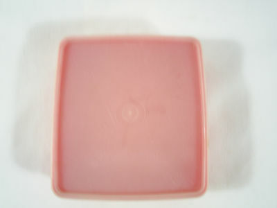 Tupperware 670 Square-A-Way Sandwich Keeper Red with Sheer Seal Lid