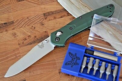 Benchmade 940 Osborne Plain Edge Knife w/ Free Benchmade Tool Box