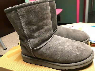 Ugg Boots Girls Classic Short Size 3 Gray