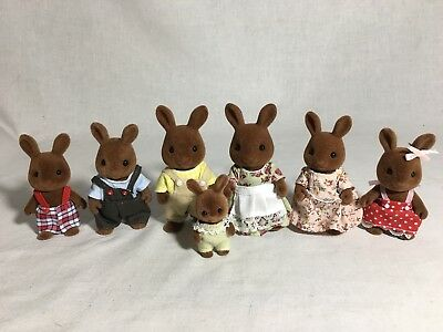 Calico critters/sylvanian families Wildwood Bunny Extended family Of 7